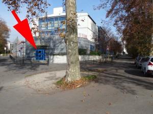 Pour nous trouver, repérez l'arbre ... puis suivez la flèche